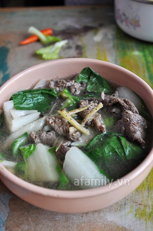 Bữa tối nóng hôi hổi với món canh rau cải thịt bò hấp dẫn