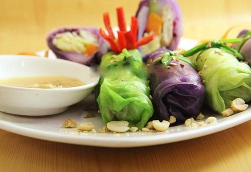 Món ngon cuối tuần: Cách làm món rau củ cuộn chấm chao