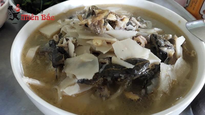 Măng nấu với nhái là món ăn độc đáo của người Thái ở Điện Biên