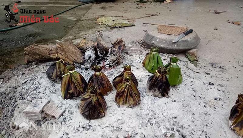 Rêu đá nướng là món ăn khá độc đáo của người Thái ở Điện Biên