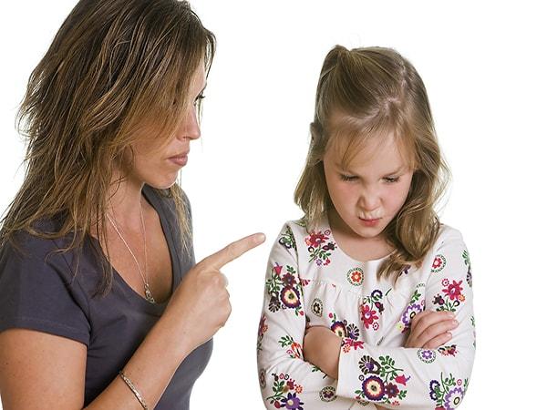 5 hành động vô tình làm tổn thương bé mà cha mẹ ít ngờ tới 2