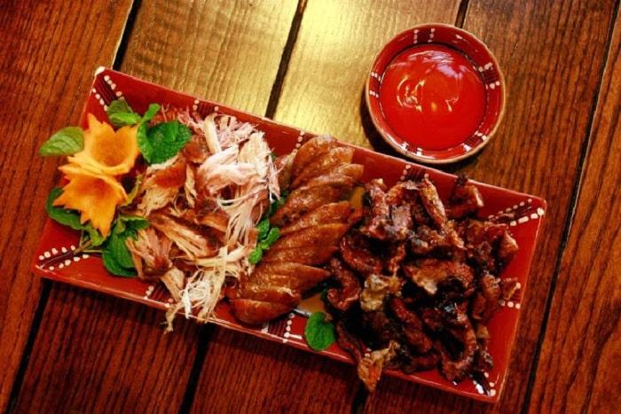 Món vịt quay nổi tiếng ở Pao Quán