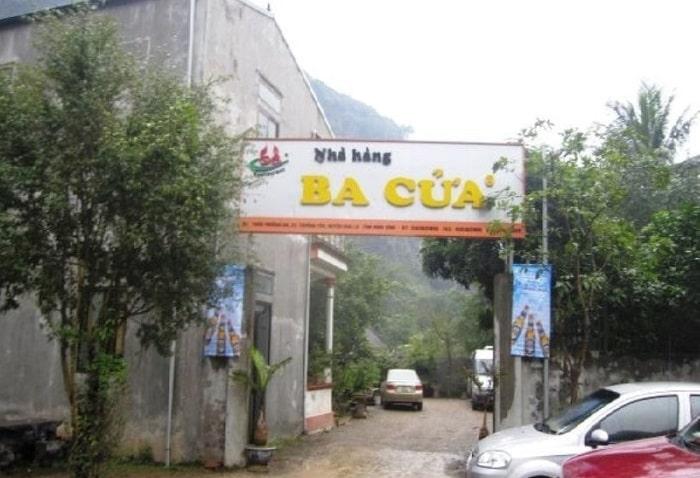Khuôn viên của nhà hàng Ba Cửa