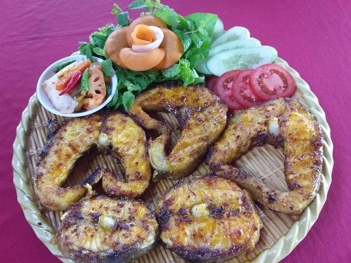 Cá tầm nướng muối tiêu chấm mù tạt hoặc muốt ớt rất ngon