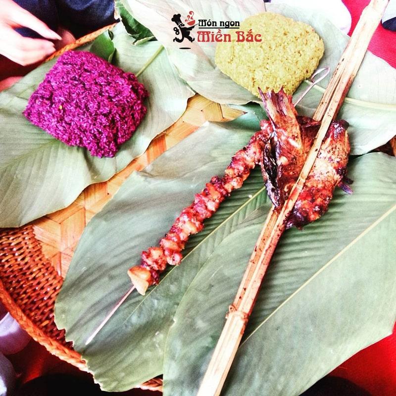 Xôi nếp nương Điện Biên phù hợp ăn với thịt nướng
