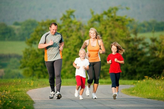 Luyện tập thể dục thể thao thường xuyên giúp hạn chế bệnh xương khớp