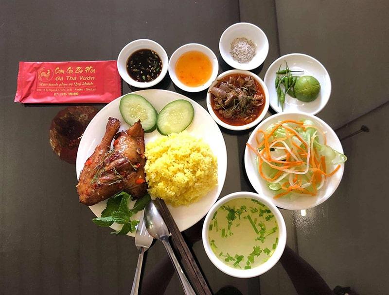 Cơm gà Bà Hòa Gia Lai là 1 quán ăn ngon ở Gia Lai